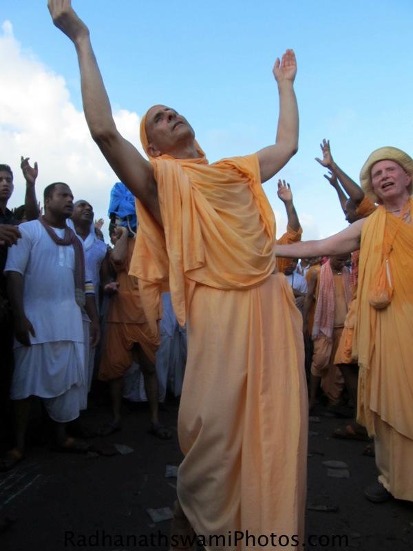 Radhanath Swami dancing during rath yatra at puri