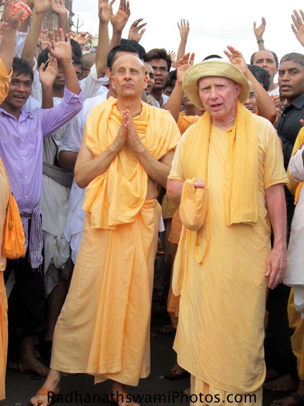 Radhanath Swami praying to Lord during Rath yatra at Puri