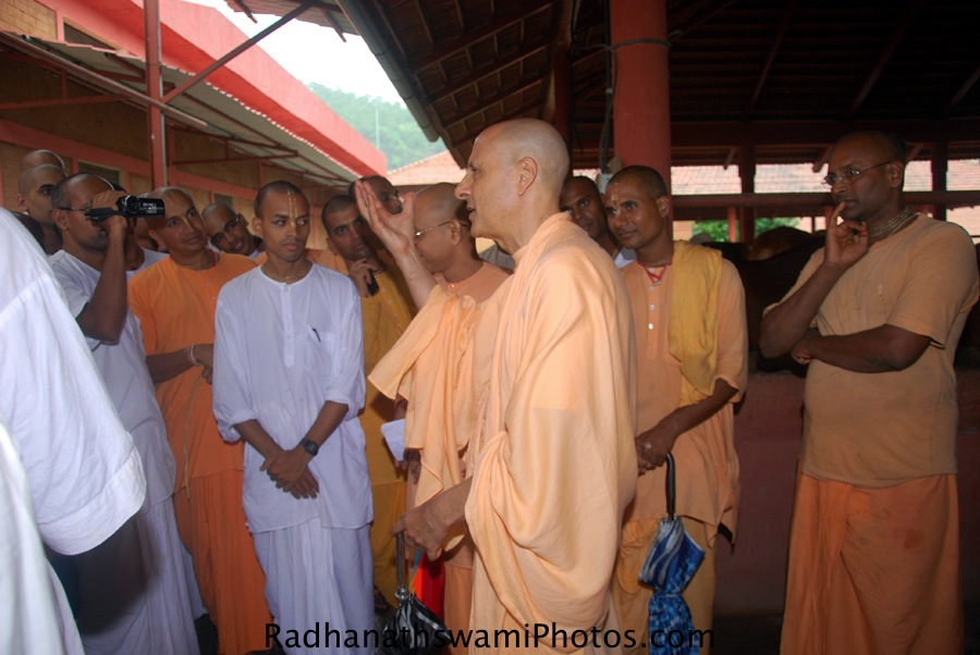 Radhanath Swami Maharaj Talking to Devotees