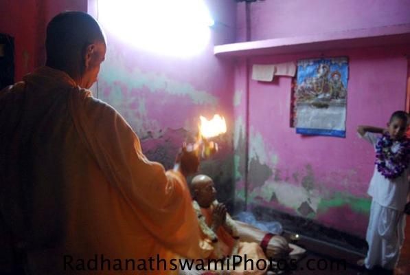 Radhanath Swami Maharaj doing Arati