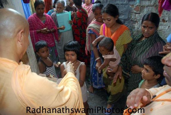 Radhanath Swami distributing prasadam