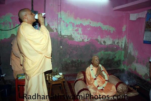Radhanath Swami performing Arati to Srila Prabhupada