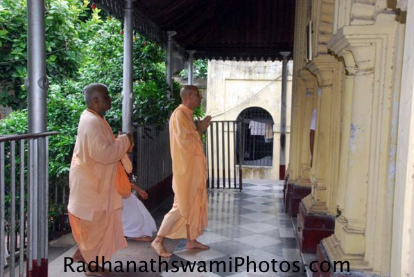 Srila Prabhupada Entering Birth Place of Srila Prabhupada