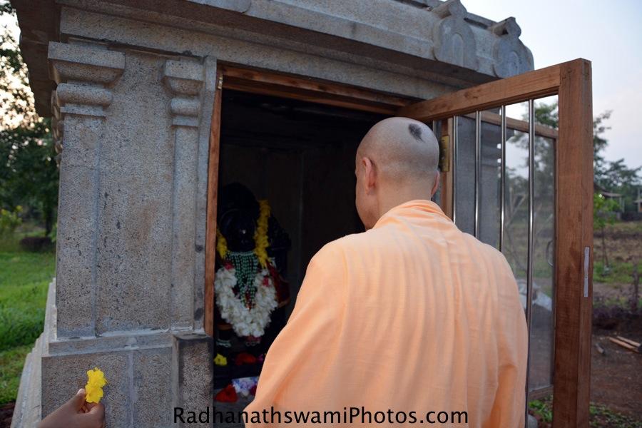 Radhanath Swami praying to Lord Hanuman
