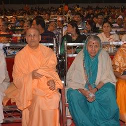Radhanath Swami with sindhutai sakpal