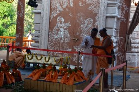 Devotees at GEV Temple1