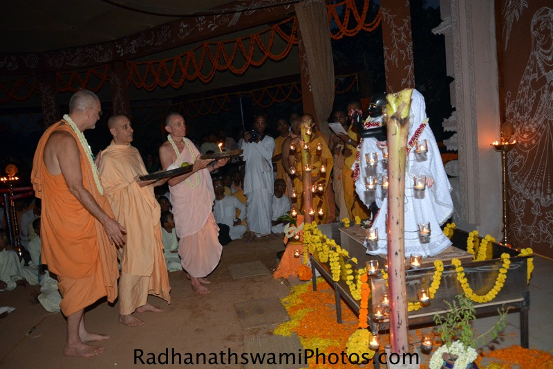 Jananivas prabhu doing arati for the Lord