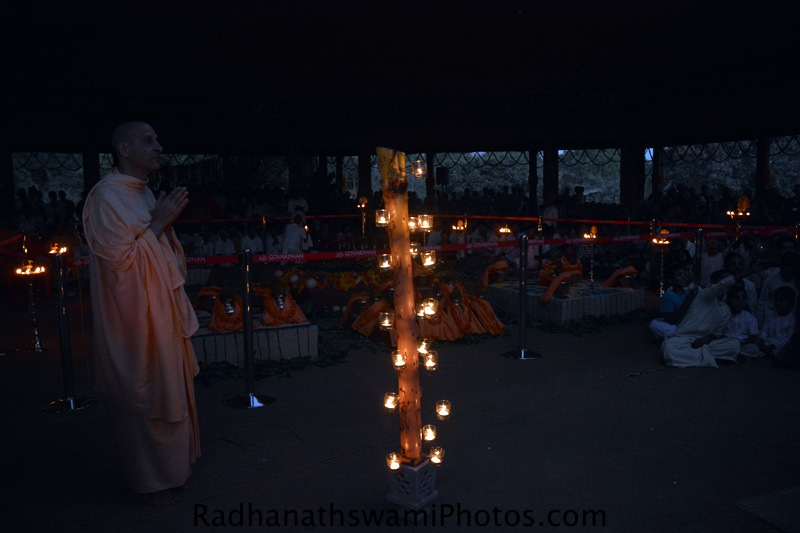 Radhanath Swami Maharaj taking Darshan of Lord