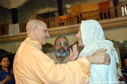 Radhanath Swami meeting devotees2