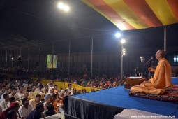 Talk by HH Radhanath Swami at Govardhan
