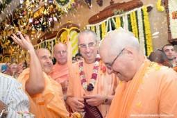 Radhanath Swami, Niranjana Swami, Indradyumna Swami and Giriraj Swami at ISKCON Chowpatty