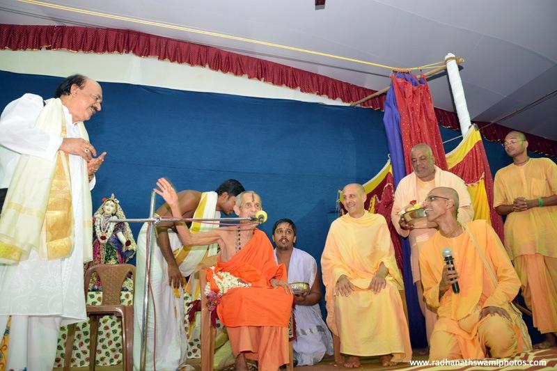 Talk by pejavar math swami